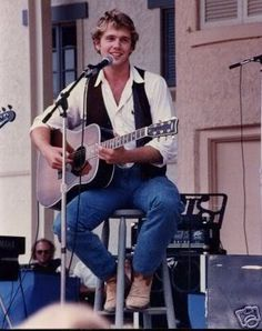 Country star John Schneider