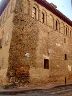 Casa Palacio de los Sitios. Siglo XVII. Detalle en la esquina de las bombas en la Guerra de la Independencia, contra la invasión francesa. Calle del Pozo.