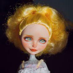 Custom Monster High Dolls, Monster High Repaint, Custom Dolls, Pokemon Dolls, Enchanted Doll, Doll Makeup, Doll Painting, Doll Repaint, Pretty Dolls