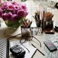 Diane von Furstenberg's Paris Apartment - DVF Desk Employer Branding, Parisian Apartment, Paris Apartments, Apartment Desk, Diane Von Furstenberg, Desk Layout, Work Desk, Study Desk, Instagram Worthy