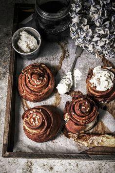 pretzel cinnamon rolls from izy hossacks from top with cinnamon