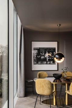 Modern Dining Room Ideas – Modern style design has clean lines and curves, without clutter. The modern wall colors are […] Dining Room Inspiration, Interior Design Inspiration, Home Living, My Living Room, Beetle Chair, Piece A Vivre, Dining Room Design, Dining Rooms, Home Design