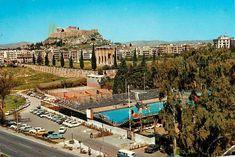 Το Κολυμβητήριο στην Αρδηττού, οι στύλοι του Ολυμπίου Διός και η Ακρόπολη τη δεκαετία του '70.