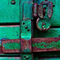 London Locksmiths - London Emergency Locksmith Service - 24 Hour Locksmith London - http://www.london-locksmiths.com
