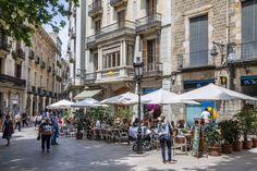 Spain, Catalonia, Barcelona, Ciutat Vella, street cafés at Placa de Sant Josep Oriol