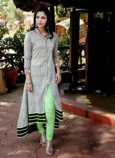 Moq: Full catalog Of 15 pcs only  Fabric: Mix Fabrics - Georgette, Cotton                      Price: Rs. 655/- per pcs      Ready to Wear - Mix size in one catalog...   L - Xl - XXL  