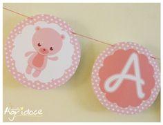 Varal de bandeirolas para chá de bebê, nascimento, maternidade... <br>Personalizamos com o nome da criança ou com a palavra que desejar. <br>Consulte-nos para outras cores. <br>Na hora de fazer a compra, coloque a quantidade de letras do nome/frase. As bandeirinhas de ursinhos vão de brinde.
