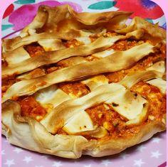 EMPANADA DE PISTO FUSSIONCOOK: Poner 1 lamina de masa de empanada (si no,hojaldre) en redondo recortando un poco, rellenar con pisto, atun, huevo cocido. Tapar con otra lamina cortada en tiras. Menu horno 15-20 mn y tapa horno a 150º. Tapas, Hawaiian Pizza, Relleno, Coco, Empanada Dough, Flaky Pastry, Egg
