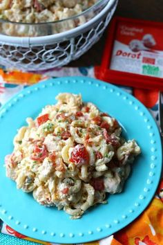 Chicken Bacon Ranch Pasta Salad via Bacon Ranch Pasta Salad, Chicken Bacon Ranch Pasta, Bacon Pasta, Pasta Salad Recipes, Suddenly Pasta Salad, Yum Yum Chicken, Vegan Dishes, Soup And Salad, Appetizer Recipes