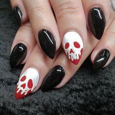 nails 55 Best Spooky Halloween Nail Art Ideas You Should Try Holloween Nails, Halloween Acrylic Nails, Halloween Nail Designs, Best Acrylic Nails, Disney Halloween Nails, Goth Nails, My Nails, Goth Nail Art, Spooky Halloween