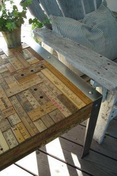 Not exactly sure how this was achieved but it looks like it wouldn't be hard and would be great for a cabin or porch.  #DIYTable