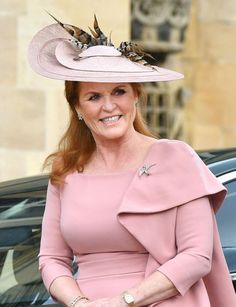Triple layered saucer in dusky pink straw with lovely upsweep around the back and a trimming of pheasant feathers. Sarah Ferguson, Duchess of York during the wedding of Lady Gabriella Windsor and Mr Thomas Kingston. May 2019 Princess Beatrice, Princess Anne, Sarah Duchess Of York, Royal Monarchy, Prince Andrew, New Boyfriend, Royal Weddings, British Royals, Daughter