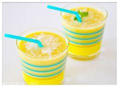 Tropisk smoothie Smoothie, Pudding, Desserts, Food, Tailgate Desserts, Deserts, Custard Pudding, Essen, Smoothies