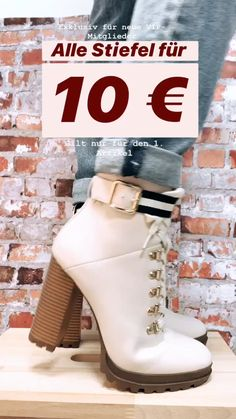 Prada Pattina Beige Saffiano Leather Crossbody Bag – The Fashion Mart Women's Crossbody Purse, Leather Crossbody, Tennisschuhe Outfit, Stiletto Heels, High Heels, Tennis Shoes Outfit, Outfits Damen, Prom Shoes, Chain Shoulder Bag