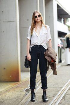 Styling tips to slay the mom jeans trendDentelle+Fleurs