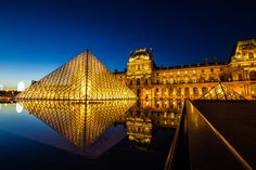 The Louvre by Night - A crisp 1000 piece #jigsaw with an image of the #Louvre by #night.  Get it done, frame it and then it can join the other masterpieces inside! Available at www.coiledspring.co.uk