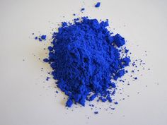 The First New Blue Pigment in Over 200 Years Will Become a Crayon - Discovered accidentally in a lab in Oregon in YInMn blue is now headed for widespread use, thanks to Crayola. Yves Klein, Johannes Vermeer, Pierre Auguste Renoir, Design Museum, Lapis Lazuli, International Klein Blue, Latest Scientific Discoveries, Blue Shades Colors, Azul Indigo