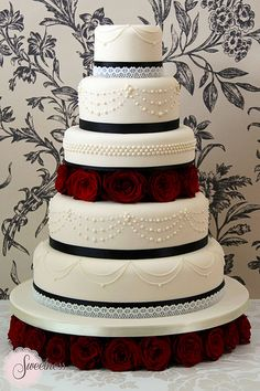 {Bridal Cake} Wedding Cake. Goth Glamour wedding cake. #bridal #wedding