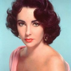A Hollywood legend is gone, as Elizabeth Taylor has died. Here, a look back. Although Elizabeth Taylor first first appeared on screen at the age of nine, Elizabeth Taylor, 1950s Hair And Makeup, Hair Makeup, 1950s Makeup, Makeup Film, Pin Up Makeup, Vintage Makeup, Crazy Makeup, Makeup Art