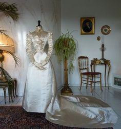 1896-Maison-ROUFF-Wedding-Gown-antique-dress-antique-gown-antikes-Kleid