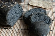 Grimgrains | Basic black bread with bamboo charcoal, vegan recipe
