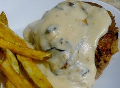Country Fried Hamburger Steaks With Gravy. Tastes like chicken fried steak, but with hamburger meat! Easy and family loves it. Country Fried Chicken, Chicken Fried Steak, Fried Beef, Grilled Chicken, Meat Recipes, Cooking Recipes, Hamburger Recipes, Dinner Recipes, Recipies