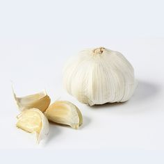 How to Make Garlic Paste in a Baggie. Via F&W (www.foodandwine.com).