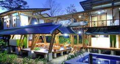Casa Atrevida is a luxurious, environmentally friendly beachfront retreat by Luz de Piedra Arquitectos, located on Playa Preciosa, Osa Peninsula, Costa Rica. Bamboo Architecture, Architecture Design, Houses In Costa Rica, Bamboo House, Bamboo Roof, Design Blog, Beautiful Homes, Beautiful Beach, House Design