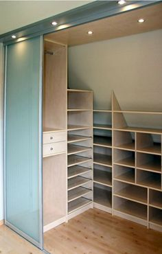 ... onder schuin dak on Pinterest  Wands, Attic storage and Loft storage