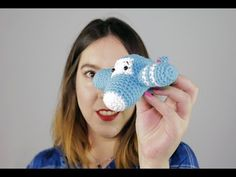 YouTube Crochet Baby Toys, Crochet Gratis, Amigurumi Tutorial, Baby Bibs, Free Pattern, Crochet Patterns, Crochet Ideas, Weaving, Stitch