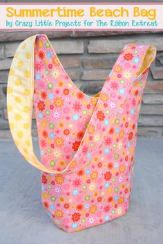 Beach Bag Tote Tutorial by Crazy Little Projects for The Ribbon Retreat