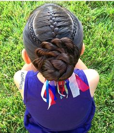 French braid framed with cornrows into a flower bun 💙 inspired by lovely Mirjam 🌀 I just changed my bun a little bit from… Baby Girl Hairstyles, Trendy Hairstyles, Braided Hairstyles, Hairdos, Short Haircuts, School Hairstyles, Braided Ponytail, Everyday Hairstyles, Wedding Hairstyles