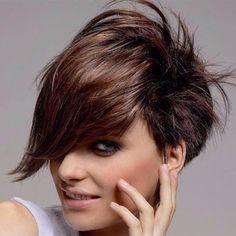 10 aantrekkelijke korte kapsels speciaal voor dames met bruin haar. - Kapsels voor haar