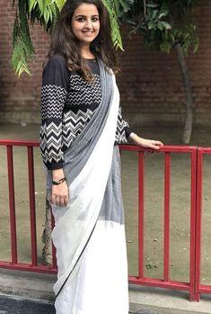 Beautiful Khadi-silk Saree with beautiful blouse. Cotton Saree Blouse Designs, Saree Blouse Patterns, Designer Blouse Patterns, Fancy Blouse Designs, Saree Draping Styles, Saree Styles, Khadi Saree, Ghagra Choli, Salwar Kameez
