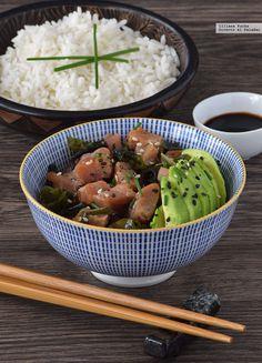 Después de ver muchas recetas diferentes del que promete ser nuevo plato de moda, el poke o ensalada hawaiana de pescado, me animé a preparar una...