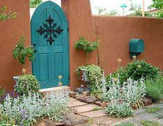 Wooden garden gates have to withstand a lot of variation in weather conditions, regardless of where you live. Southwest Style, Southwestern Home, Southwest Decor, Wooden Garden Gate, Garden Gates, Garden Entrance, Pintura Exterior, Santa Fe Style, Adobe House