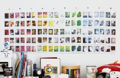 Familienfotos-an-die-Wand-regenbogen-farben
