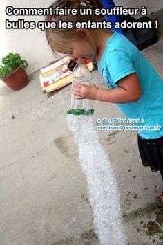 Les enfants vont adorer jouer avec ce votre souffleur à bulles de savon. Vous allez voir, les bulles qui en sortent sont épaisses et restent collées ensemble ce qui forme un serpent de bulles ! Découvrez l'astuce ici : http://www.comment-economiser.fr/comment-faire-souffleur-a-bulles-pour-enfants.html?utm_content=buffer0f81f&utm_medium=social&utm_source=pinterest.com&utm_campaign=buffer