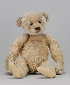 STEIFF BEAR Circa 1920's In blonde mohair with shoe button eyes This bear REALLY looks like an AJ Collectibles bear!