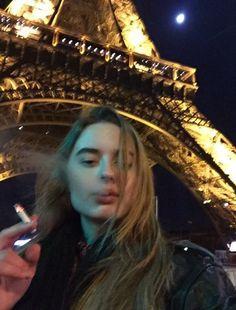 July 28 2017 at Smoking Is Bad, Women Smoking, Girl Smoking, Aesthetic Grunge, Aesthetic Girl, Gothic Aesthetic, Le Rosey, Cigarette Aesthetic, Cigarette Girl