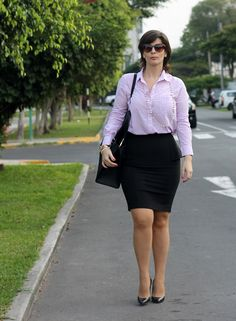 Divina Ejecutiva: Mis Looks - ¿Cómo uso una falda Peplum? Cute Dress Outfits, Cute Dresses, Casual Outfits, American Dress, Pantyhose Outfits, Sexy Legs And Heels, Shirt Skirt, Work Looks, Girly Girl