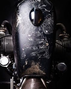 Etched paint on BMW motorcycle gas tank Blitz Motorcycles, Vintage Motorcycles, Custom Motorcycles, Custom Bikes, Street Motorcycles, Ducati Motorcycles, Vintage Bikes, Moto Scrambler, Bobber Custom