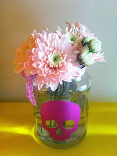 Halloween decor + flowers www.musicaparavestir.com.br #musicaparavestir