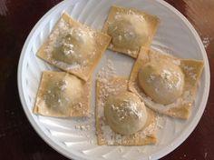 Pasta Fresca Rellena, Gnocchi Pasta, Pasta Casera, Le Chef, Calzone, Empanadas, Types Of Food, Camembert Cheese, Dairy