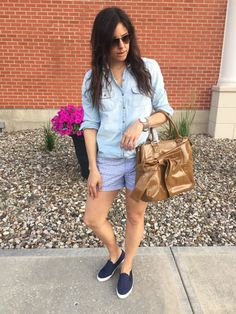 Shades of Blue | | how to style colored shorts | summer fashion | summer style | styling for spring and summer | warm weather fashion | style ideas for summer | fashion tips for summer | chambray shirt outfit | print shorts outfit || The Flexman Flat