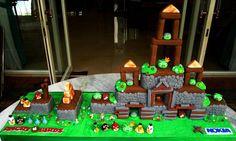 Top 12 Angry Birds Birthday Cake, Anniversary Cake and Christmas Cake Ideas For 2012   Angry Birds