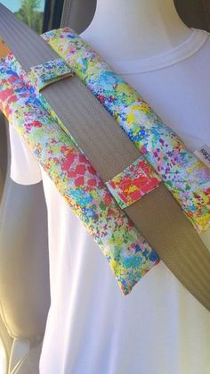 Heart Surgery Pillow - Breast Cancer Survivor Gift - Seat belt Pillow - Surgery Gifts - Post Surgery - Seat Belt Pillow - Mastectomy Pillow - Best Sewing Tips Sewing Hacks, Sewing Tutorials, Sewing Patterns, Sewing Tips, Breast Cancer Survivor Gifts, Fabric Crafts, Sewing Crafts, Diy Crafts, Sewing Rooms