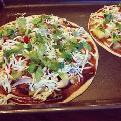 DINNERSPIRATION: Need a quick dinner idea? How about a healthy, personalized pizza? Wheat tortilla, BBQ sauce, chicken, pineapple, onion, (light) cheese, cilantro, and peppers. Broil on low until cheese is bubbly. Packed full of protein & less than 400 calories!