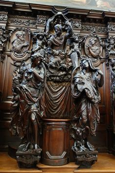 Wood carving Gothic Interior, Wooden Statues, Wood Carving Art, Unique Furniture, Furniture Design, Beautiful Architecture, Kirchen, Wood Sculpture, Ancient Art