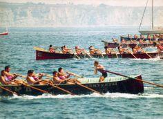 La Opel Karealde de Algorta en 1990 quedó tercera en el Campeonato de Bizkaia de traineras. Andres Sanchez era el entrenador. La txanpa inicial de la regata de Zierbena con La Sotera, La Opel Karealde, La Erreka y la mítica Libia de San Pedro.